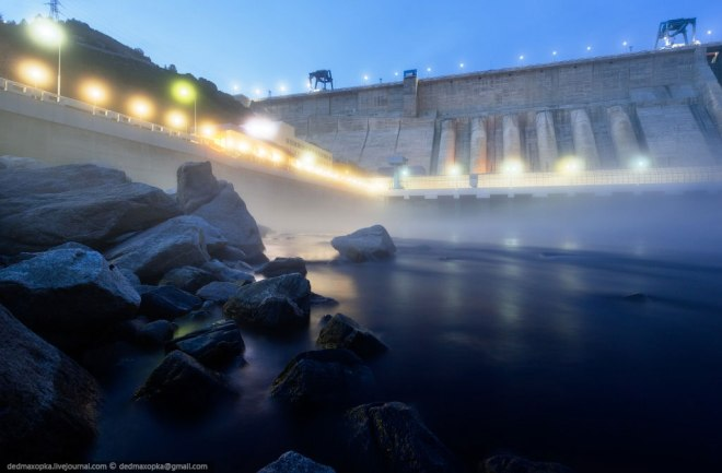Mahora: Bureya Hydro Power Plant - looking like something out of a sci-fi movie